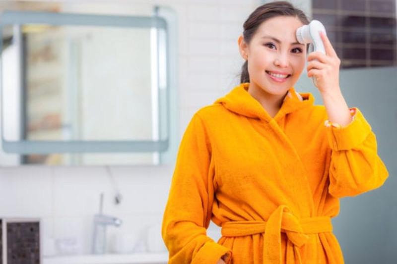 Como usar un limpiador facial eléctrico